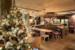 Новогодняя елка в кафе