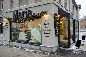 Новогоднее украшение фасада кафе