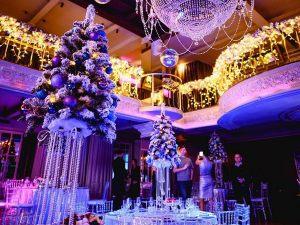 Зал новогодний декор