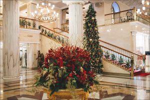 Декор гостиничного холла к новому году
