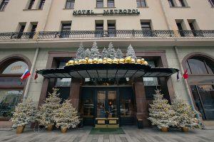 Новогодний фасад отеля