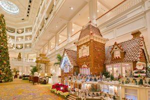 Новогоднее украшение холла в гостинице