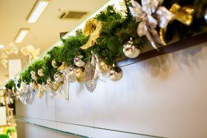 Новогоднее украшение стойки регистрации