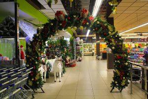 Новогодняя арка в супермаркете