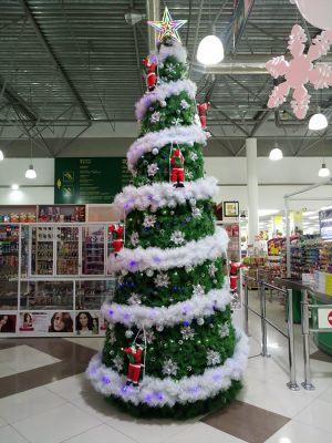 Оформление гипермаркета к новому году