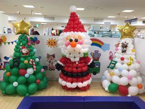 Дед мороз из шаров в магазине