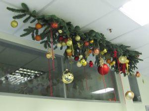 Новогоднее украшение школьных окон