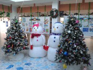 Новогоднее украшение школы