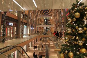 Украшение торгово-развлекательного центра к новому году