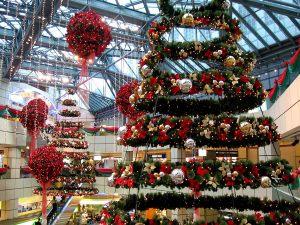 Новогодний декор торгово-развлекательного центра
