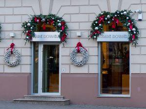 Новогоднее оформление фасада бутика